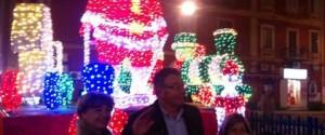 Torna in piazza Troisi il Babbo Natale gigante