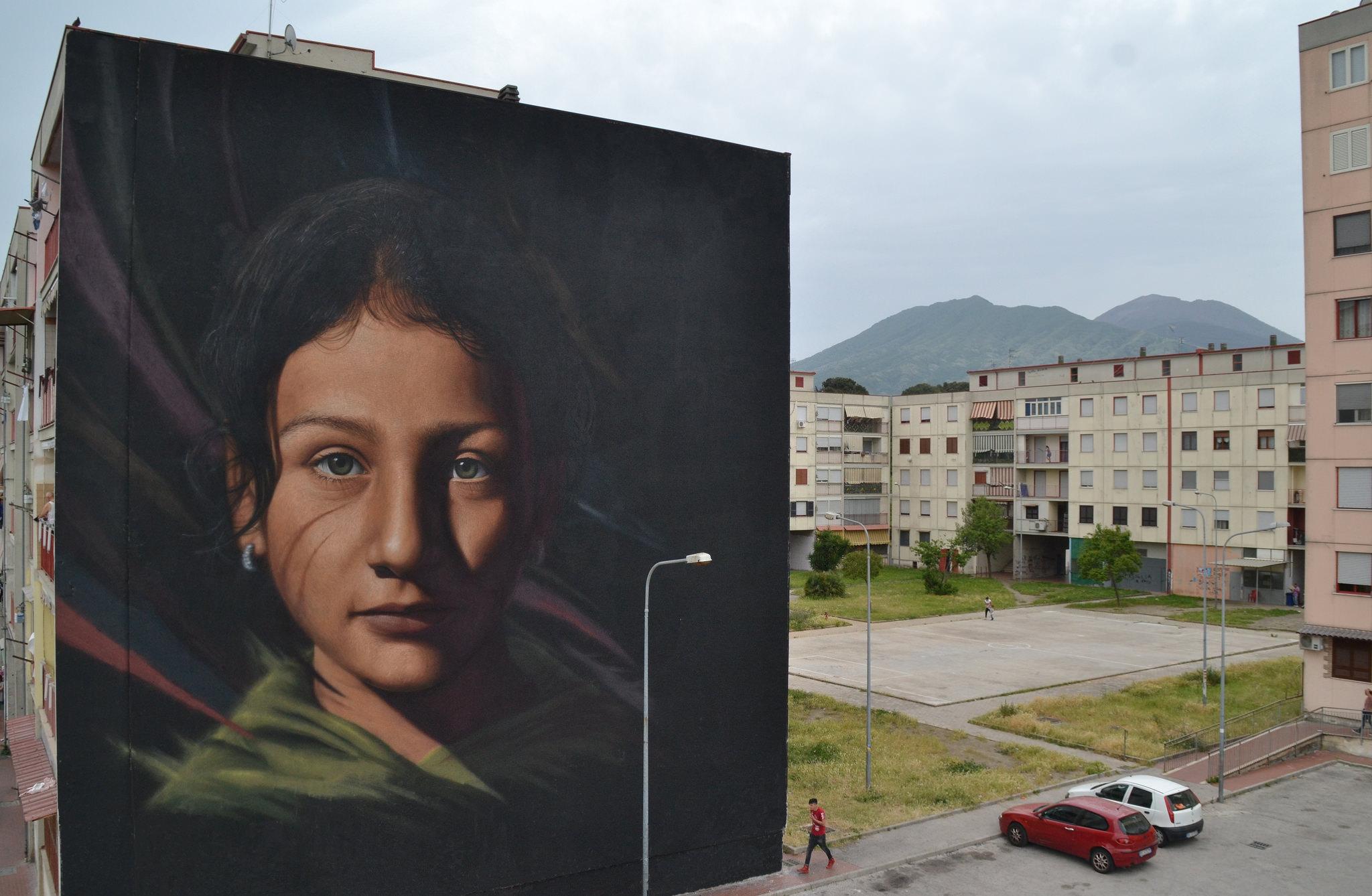 Un murales su Massimo Troisi realizzato da Jorit Agoch. Prima opera del museo a cielo aperto dedicat...
