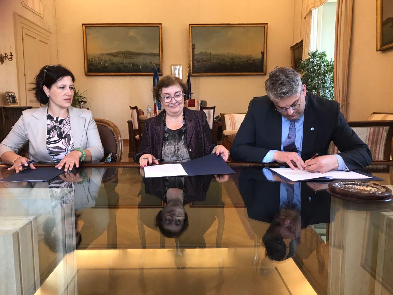 I migranti ospiti in città svolgeranno attività di volontariato. Firmato il protocollo con la Prefet...